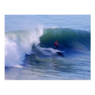 Postal de la persona que practica surf de