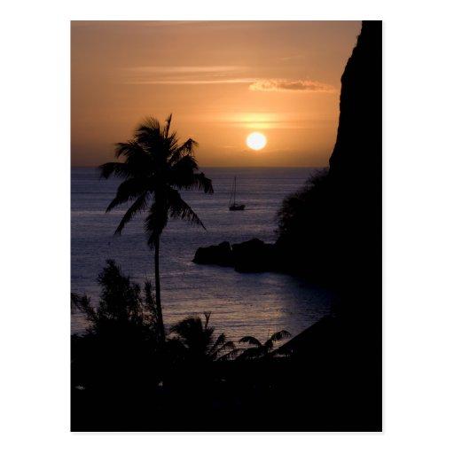 Postal de la puesta del sol del velero