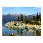 Postal de la reflexión y de la gama del lago Tahoe