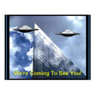 Postal de la tierra de UFOs que visita
