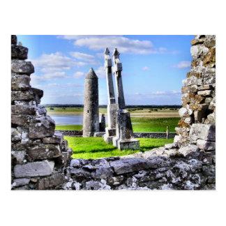 Postal de la torre de Clonmacnoise