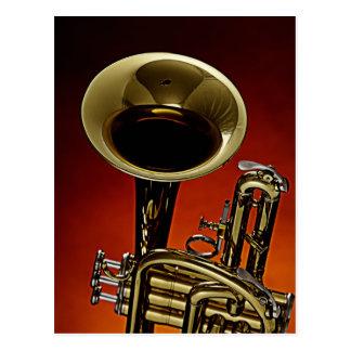 Postal de la trompeta con un primero plano de la t