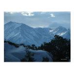 Postal de las montañas del invierno de Colorado