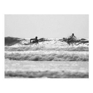 Postal de las personas que practica surf