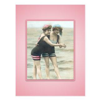 Postal de los bebés de la playa del bañista de Sun