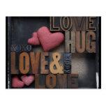 postal de los corazones del abrazo del amor