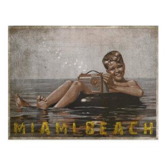Postal de Miami Beach con el individuo fresco del