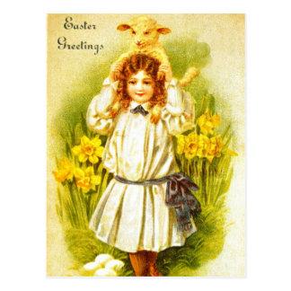 Postal de Pascua con el cordero dulce del chica de