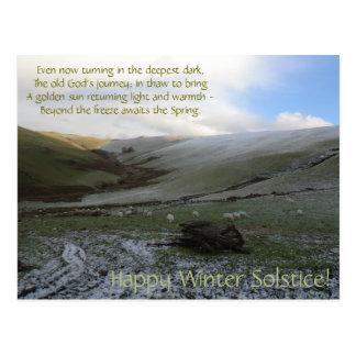 Postal de Soltice del invierno de las montañas