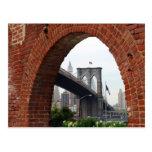 Postal del arco del ladrillo del puente de Brookly