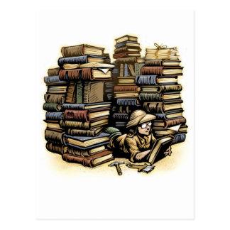 Postal del arqueólogo del libro