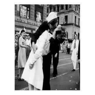 Postal del beso del vintage que se besa Couple.Hug