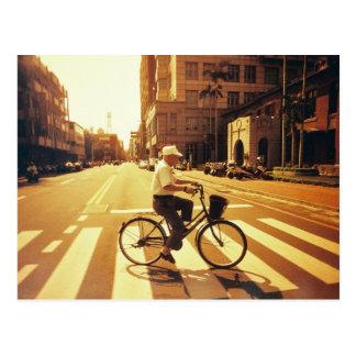 postal del bicycyle y de la ciudad