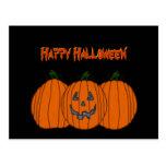 Postal del feliz Halloween del trío de la calabaza