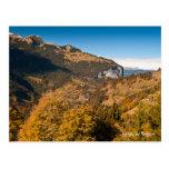 Postal del paisaje del otoño de la montaña. Suiza