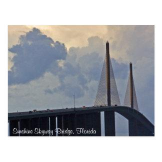 Postal del puente de Skyway de la sol