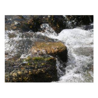 Postal del río y de las rocas