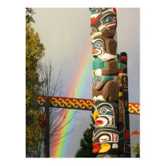 Postal del tótem del arco iris