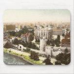 Postal del vintage de la torre de Londres Tapete De Ratones