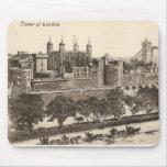 Postal del vintage de la torre de Londres Alfombrillas De Raton