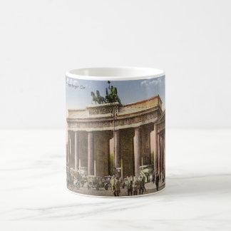 Postal del vintage del Tor Berlín de Brandenburger Taza De Café