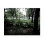 Postal - día lluvioso en los jardines públicos de