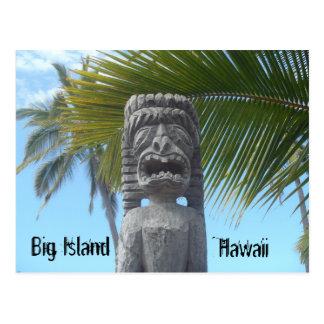 Postal divertida de la estatua del tiki de la isla