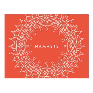 Postal elegante del coral de la yoga de Namaste de