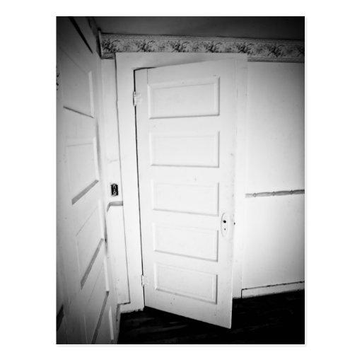Postal fantasmagórica de la puerta