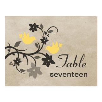 Postal floral amarilla del número de la tabla de l