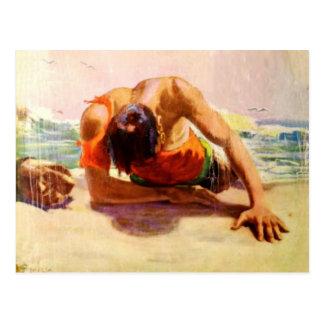 Postal fresca con el hombre ahorrado por la playa