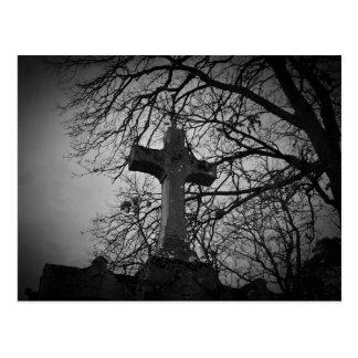 Postal hermosa de la piedra sepulcral de la cruz d
