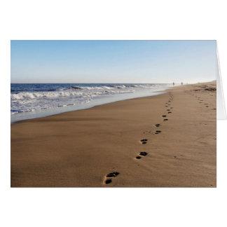 Postal - improntas de pie al mar - horizontalmente tarjeta de felicitación