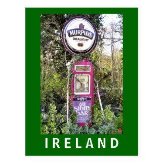 Postal irlandesa vieja del surtidor de gasolina de