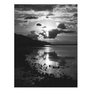 Postal negra de la puesta del sol
