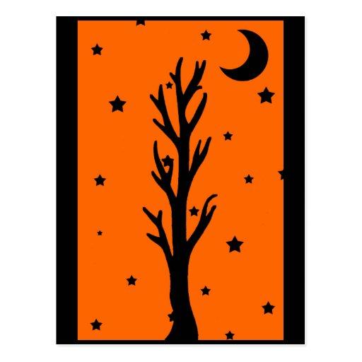 Postal negra fantasmagórica de la silueta del árbo