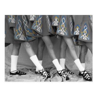 Postal negra y blanca de la danza del irlandés