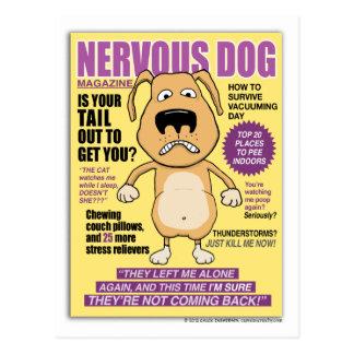 Postal nerviosa divertida de la revista del perro