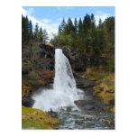 Postal noruega de la cascada