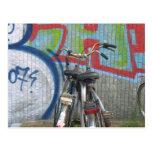 Postal parqueada de la pintada de las bicicletas