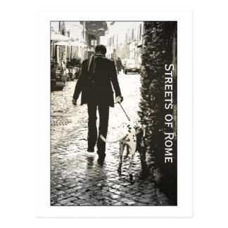 Postal - perro que camina en Trastevere