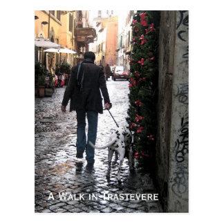 Postal - perro que camina en Trastevere (color)