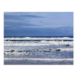 Postal potente de las ondas del Océano Pacífico