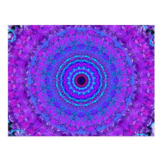 Postal púrpura del caleidoscopio de la mandala de