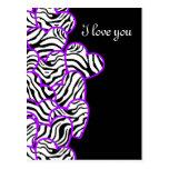 Postal púrpura del diseño de los corazones de la c