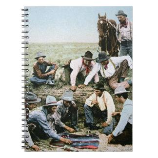 Postal que representa a los vaqueros que juegan la spiral notebooks