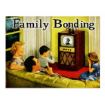 Postal retra de la familia de la TV (vinculación d