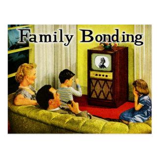 Postal retra de la familia de la TV vinculación d