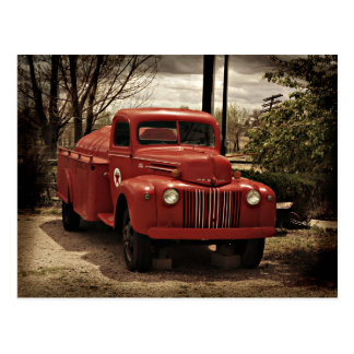 Postal roja vieja del coche de bomberos