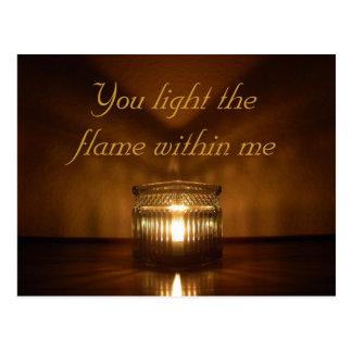 Postal romántica del resplandor de la vela del el